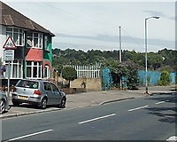 ST3186 : Cycles crossing sign, Mendalgief Road, Newport by Jaggery