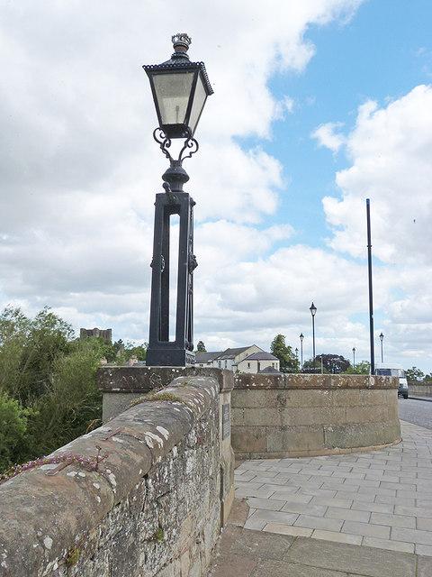 Old lamp standardt on Kelso Bridge