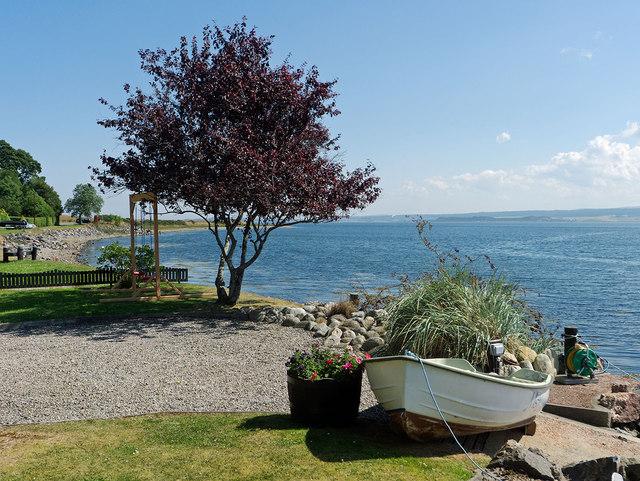Kilmuir garden by the shore