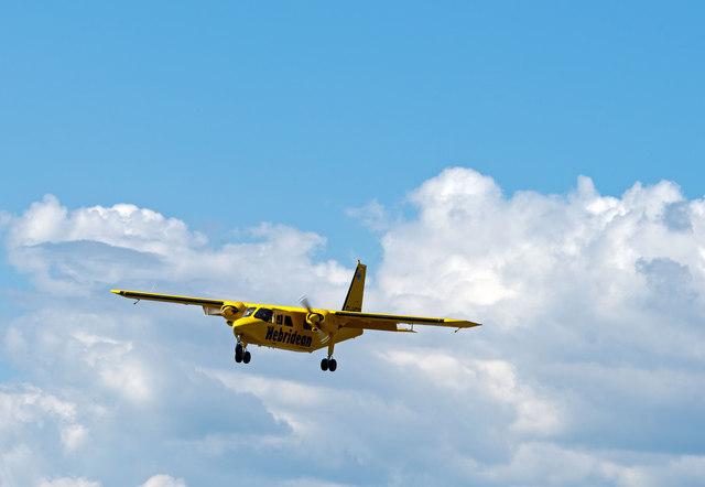 G-HEBO approaching Runway 19