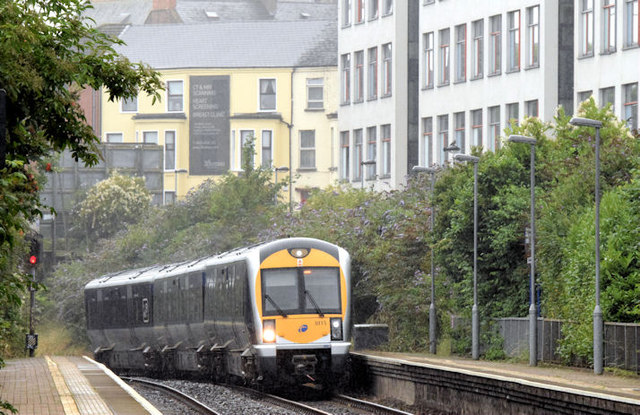 Train, City Hospital station, Belfast - July 2014(2)