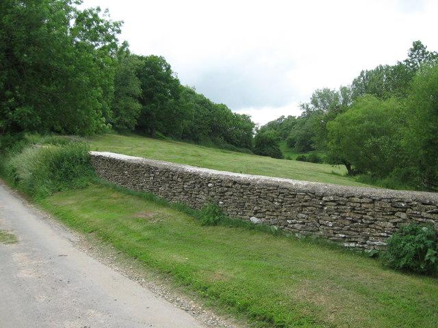 Drystone barrier-Newington Bagpath, Glos
