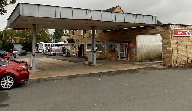 Abandoned Texaco filling station and Spar in  Bourton-on-the-Water