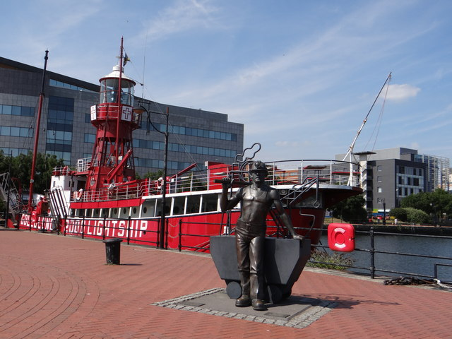 Lighthouse Boat and miner at Cardiff Bay
