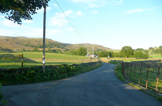 The junction of Thwaites Lane with the lane from Austwick to Wharfe