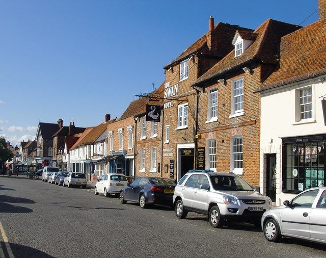 Upper High Street, Thame, with the Swan Hotel