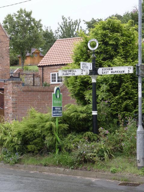 Fingerpost, Thorpe Street/Church Street, Headon