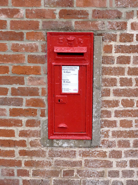 Upper Row, Dunham on Trent postbox, ref NG22 265