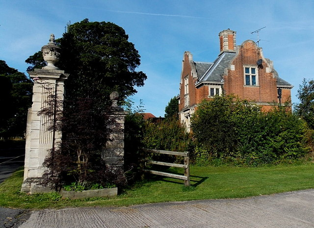 Former lodge at the eastern entrance to Bosworth Park, Market Bosworth