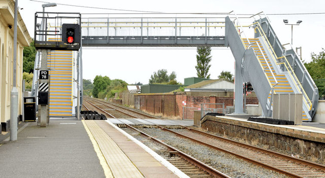 New footbridge, Moira station - August 2014(1)
