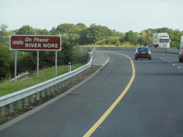 The M7 / E20 crosses over the River Nore