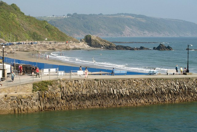 Harbour wall, Looe
