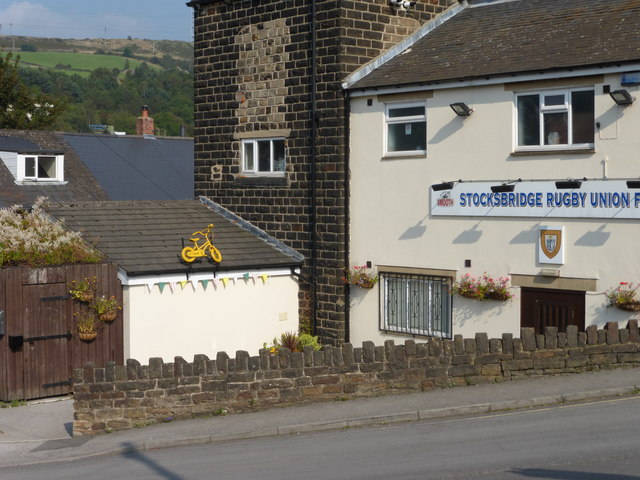 Yellow bike promoting 'Le Grand Départ': Stocksbridge