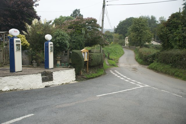 Ford and Pumps at Farway