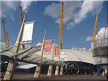 TQ3979 : London Cityscape ; Approaching The O2 Arena, Greenwich Peninsula by Richard West