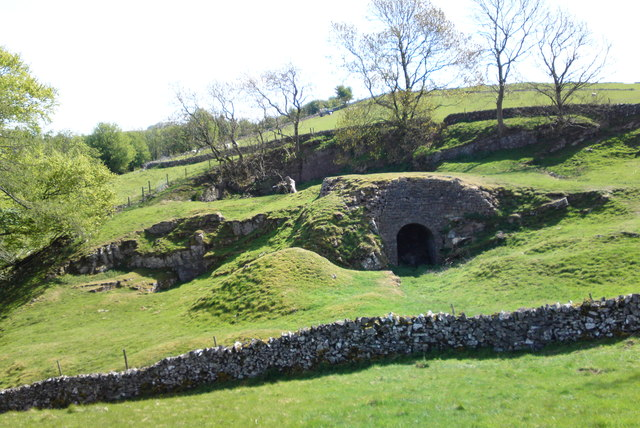Old lime kilns at the top of Hall Dale