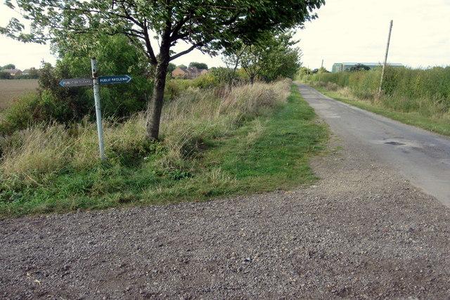Bridleway crosses Wood Lane