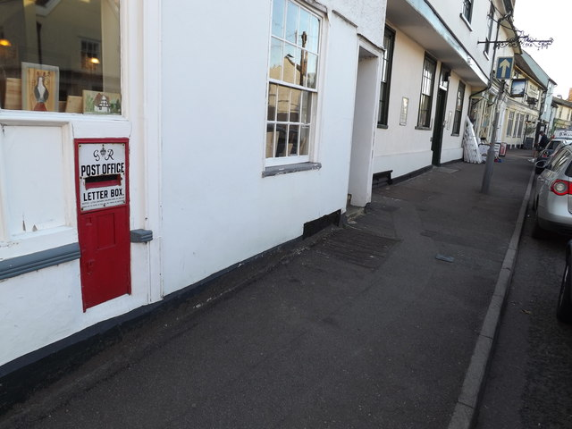 George VI Postbox on the B1063 High Street