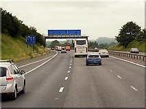 SU5846 : Westbound M3, Overhead Sign Gantry approaching Junction 8 by David Dixon