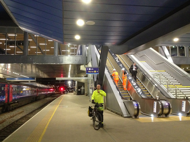 The new Reading Station at night