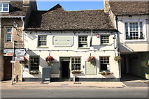 SU2199 : The Crown Inn and Halfpenny Brewery, High Street, Lechlade by Rob Noble