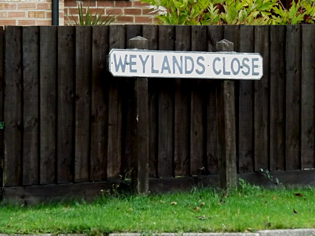 Weylands Close sign