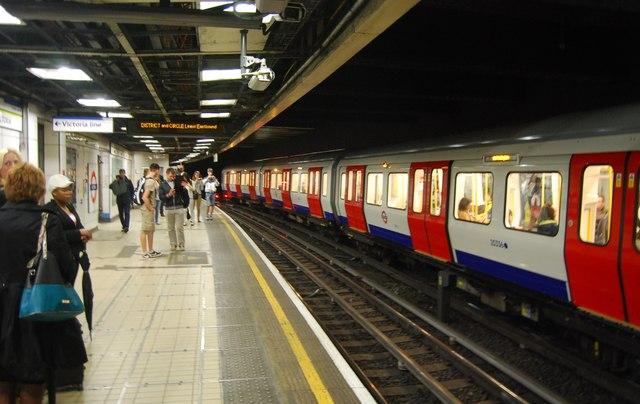 District Line, Victoria Underground Station