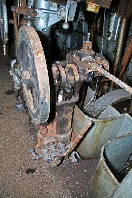 HMS Stalker - port engine room - turning gear