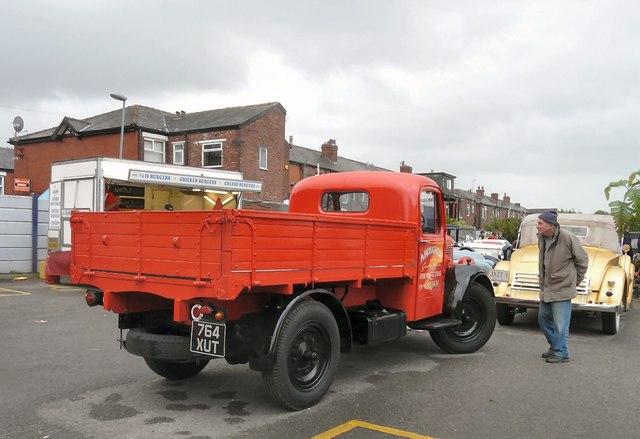 Bedford Van 764 XUT (rear view)