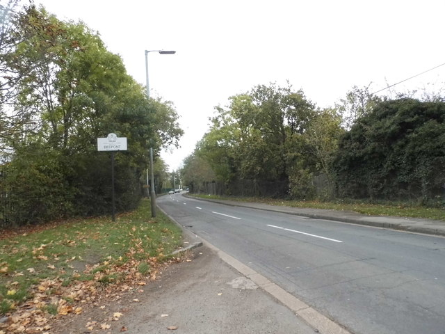 Entering Bedfont on Clockhouse Lane