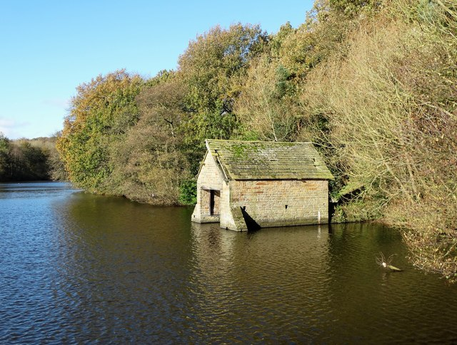 Boat house on The Great Pond of Stubbing