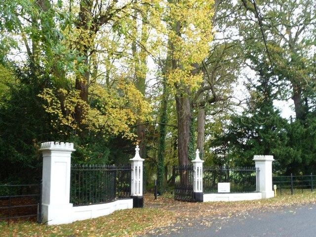 Gateway entrance, Shillington Manor, Apsley End Road