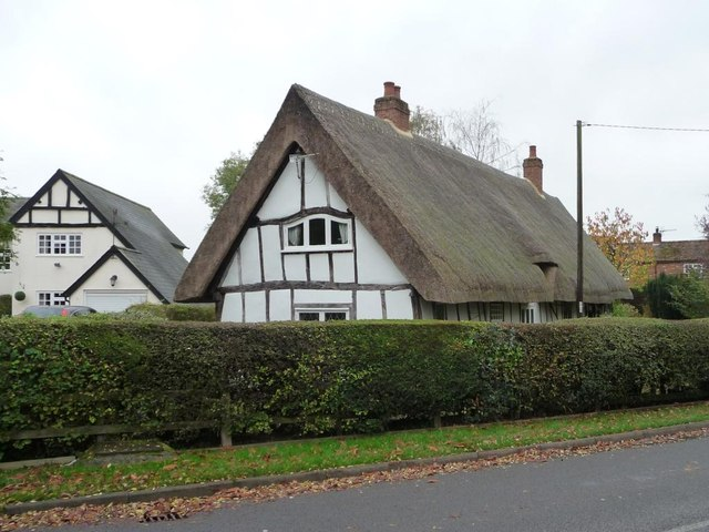 Houses off Hanscombe End Road, Apsley End