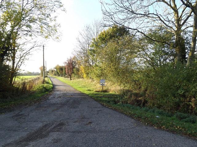Carpenter's Walk bridleway & entrance to Walk Farm