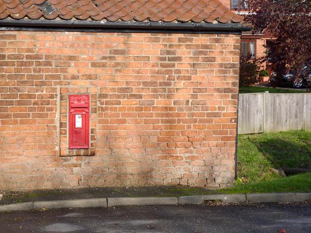 Moorend - North Moor Road postbox DN10 227