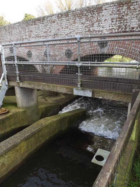 Weir at Billingford Bridge