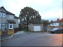 TQ2087 : Bend on Reeves Avenue, Kingsbury by David Howard