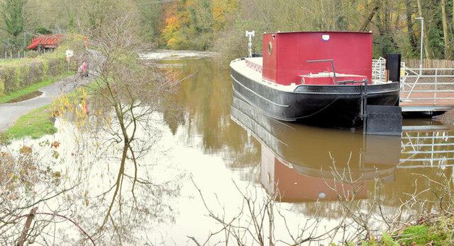 Restored canal barge, Belfast (November 2014)
