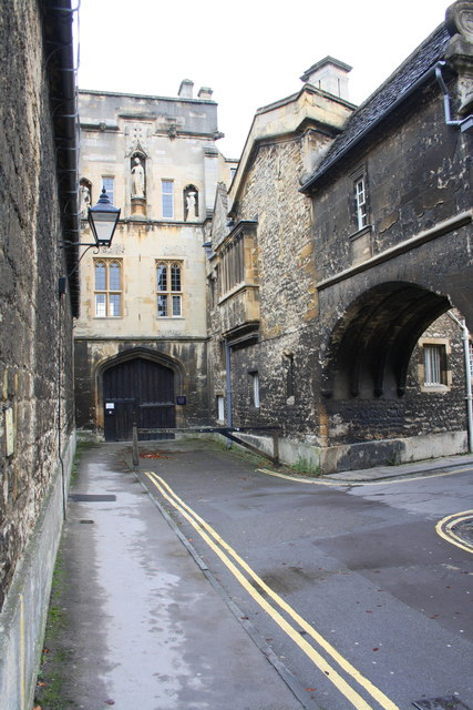 New College and archway leading to Queen's Lane