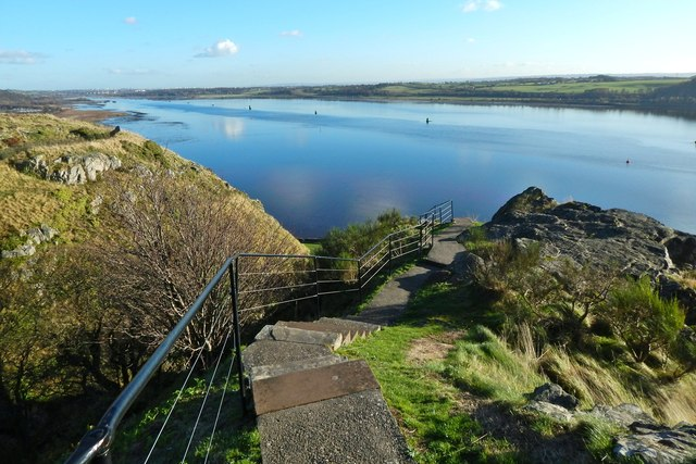 Dumbarton Castle: path from White Tower Crag