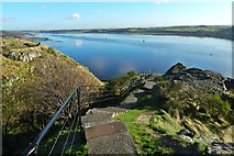 NS3974 : Dumbarton Castle: path from White Tower Crag by Lairich Rig
