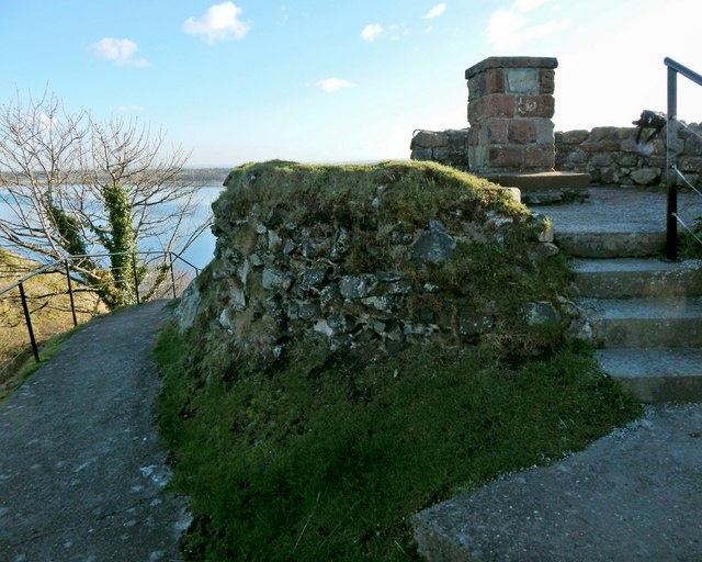 Dumbarton Castle: remains of a circular structure