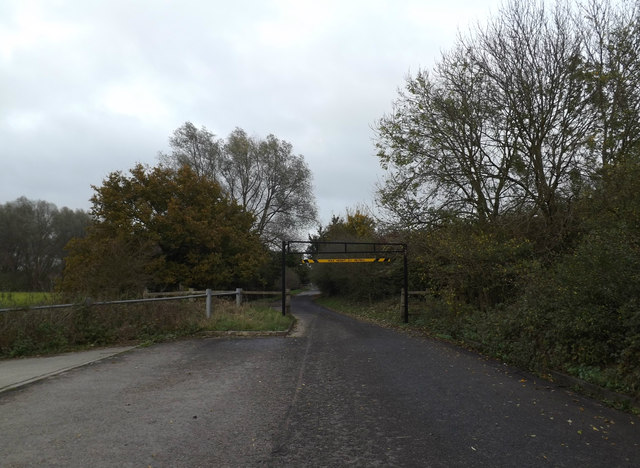 Bridge Road bridleway through Scole Pocket Park