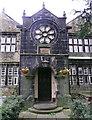 SE0325 : Doorway and wheel window, Kershaw House by Humphrey Bolton