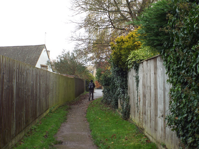 Footpath from car park to Station Road, Bourton-on-the-Water