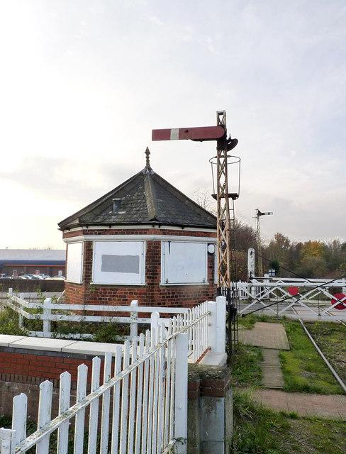 Signal and signal cabin at Boston swing bridge