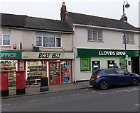 SU1585 : Lloyds Bank Gorse Hill branch, Swindon by Jaggery