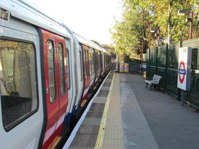 Metropolitan line train at Amersham tube station
