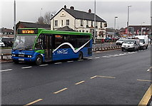 SU5290 : Thames Travel bus outside Didcot Parkway railway station by Jaggery