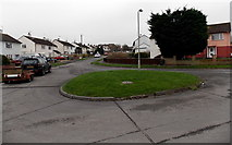 SU5290 : Small roundabout near the NE end of Edinburgh Drive, Didcot by Jaggery